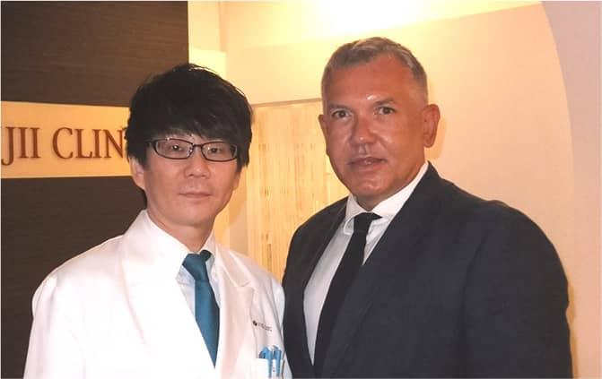 GALDERMA株式会社代表取締役ルスロールディ氏と院長の写真